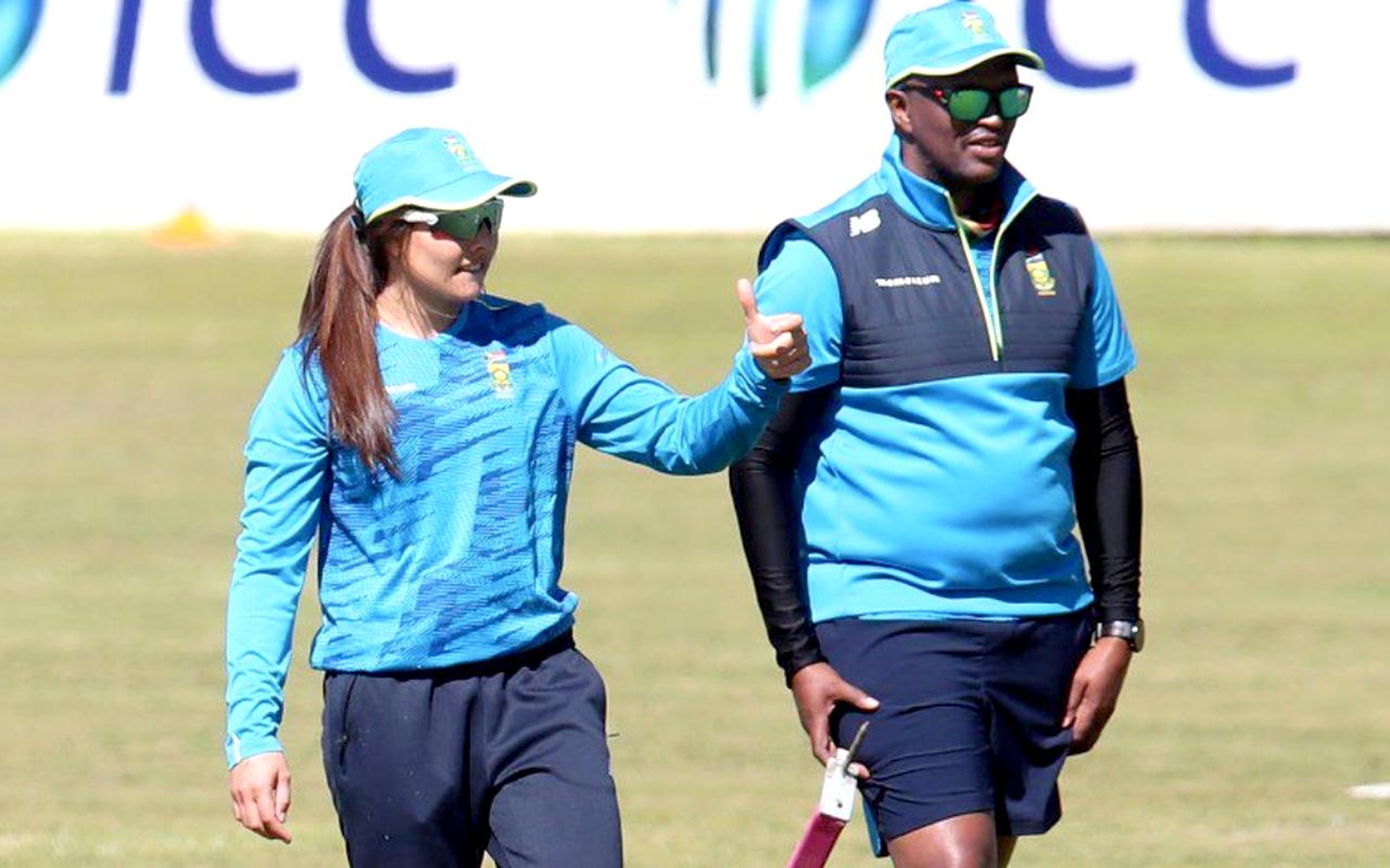 Momentum Proteas captain, Suné Luus, is pictured with head coach, Hilton Moreeng. Photo: CSA (Twitter)