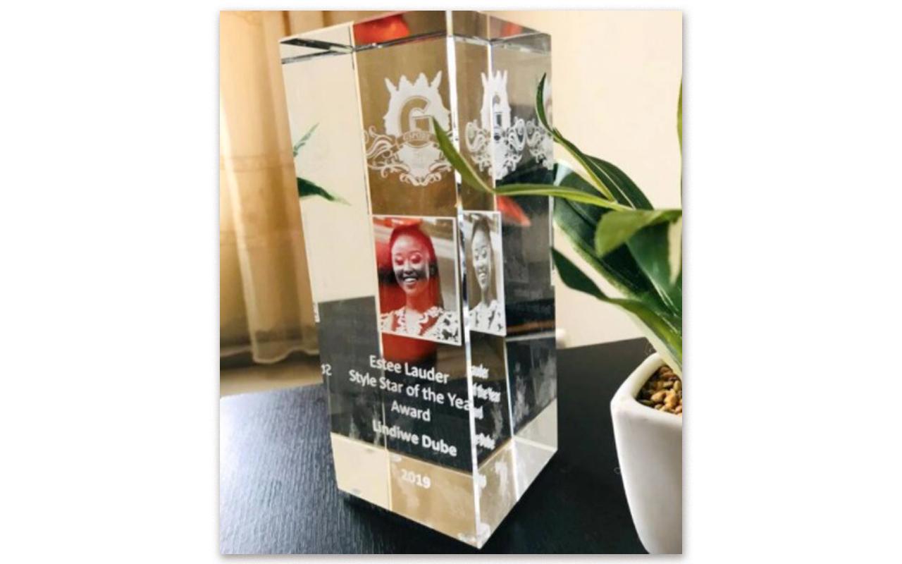 Photo 1 Caption: 2019 Momentum gsport Awards' Estée Lauder Style Star of the Year trophy awarded to SuperSport sportscaster, Lindiwe Dube. Photo: Lindiwe Dube